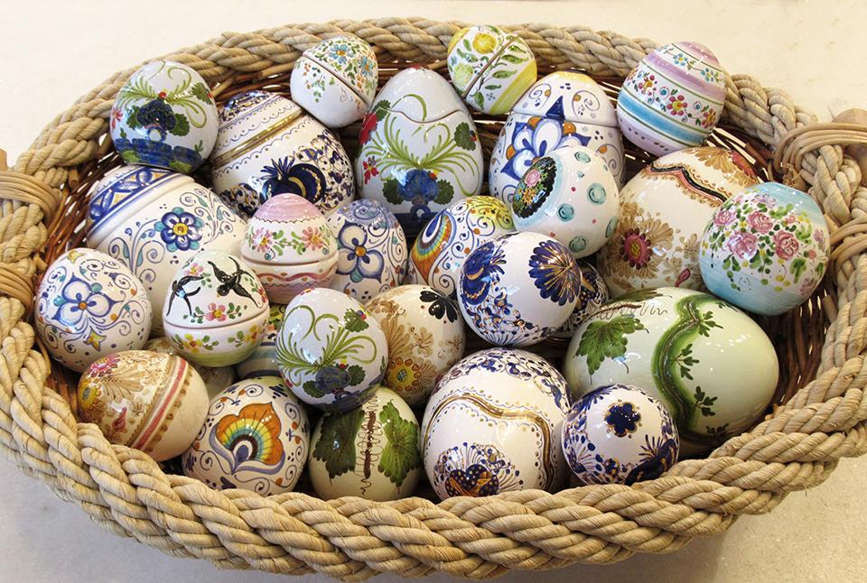 Uova di pasqua decorati a mano interno di casa - Uova di pasqua decorati a mano ...