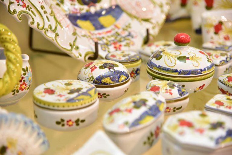 Bomboniere matrimonio scatoline piattini ciotoline ceramica faenza dipinta a mano