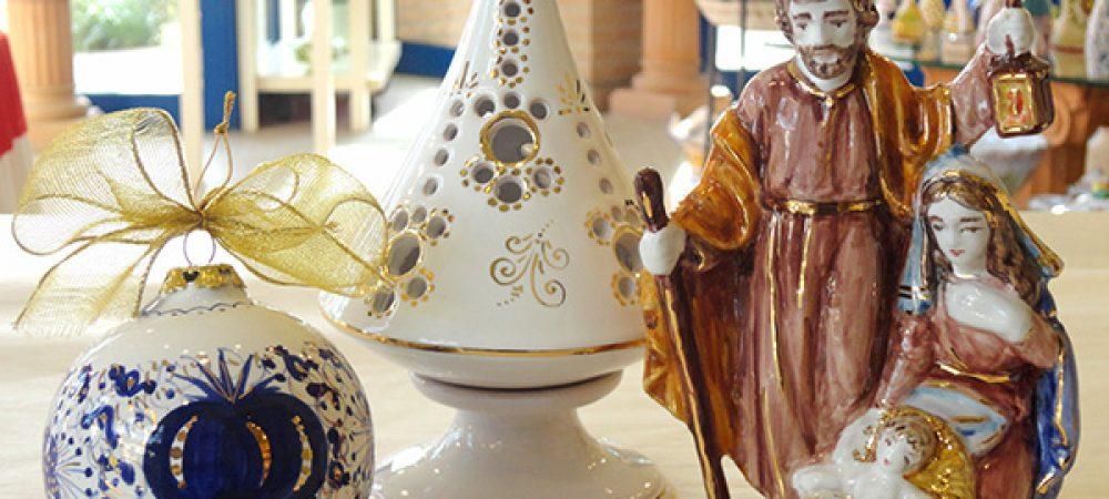 Idee regalo di Natale in ceramica: palline, albero porta candela, presepe